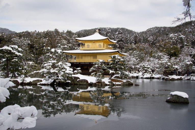 Quang cảnh đền Kinkakuji mùa đông
