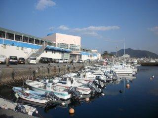 Perahu-perahu yang bersandar di pelabuhan