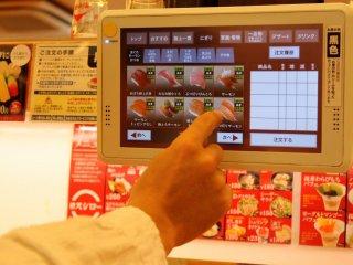 Nếu bạn muốn ăn sushi vừa mới làm, hãy chọn trên màn hình máy tính