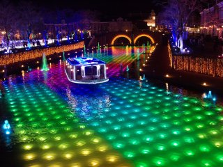 Huis Ten Bosch is pretty famous for the amazing night illuminations
