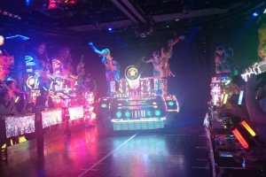 Colorful lights are everywhere that make this show a total hypnotic experience.