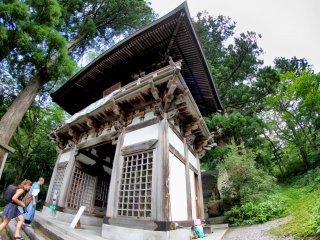 Salah satu gerbang menuju kuil