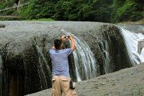 Surreais Cataratas Fukiware em Numata