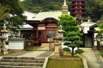 <p>The temple grounds are well-looked after and quite attractive</p>