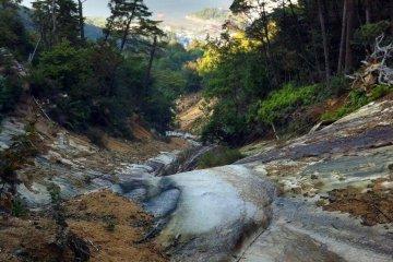 The path follows a big ravine with a little stream