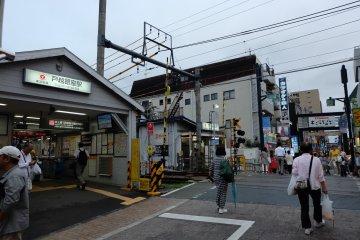戶越銀座車站就位於市場中