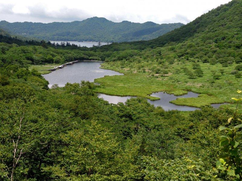 วิวของที่ลุ่มชื้นคะคุมันบุชิและทะเลสาบโอะนุมะ