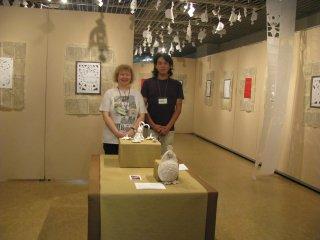 Pengrajin Boneka, Ihunke, dari Miyagi di pamerannya di Tokyo