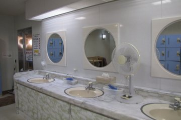 The spacious bathroom in the women's onsen