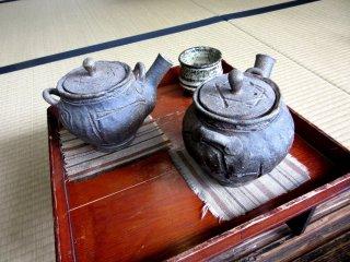 Керамические чайники и чашки