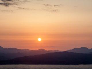 Ciel de feu sur la baie de Hakodate