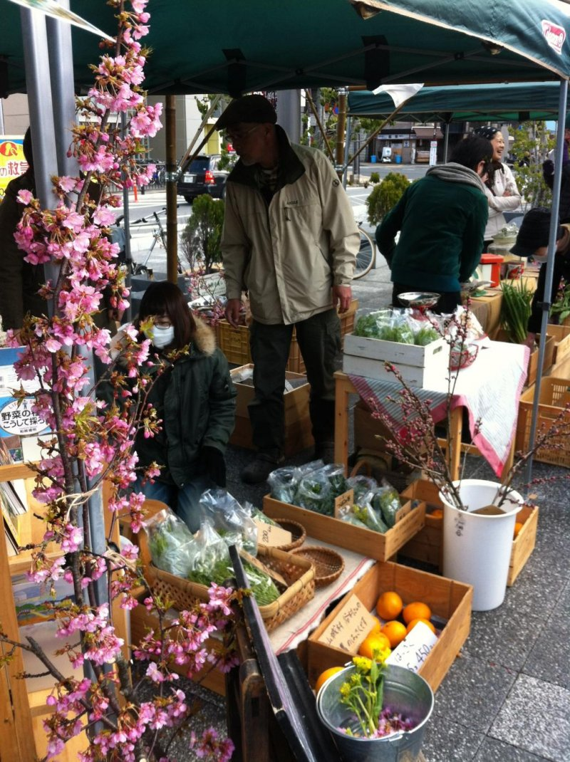 One of the many cheerful stalls at the Nara Farmers Market