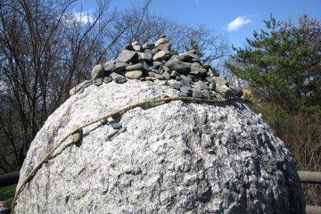 Священные камни