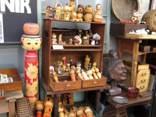 I was stopped by that display of old Kokeshi dolls!