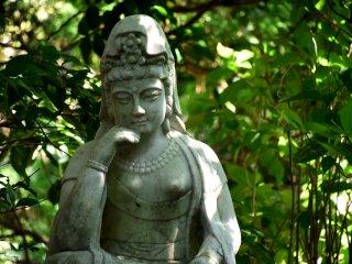 Patung Dewi Pengampun yang ada di taman