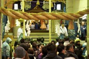 Đền Ebisu trong lễ hội Ebisuko vào tháng 11