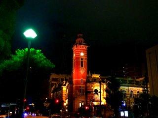 美しくライトアップされた横浜開港記念会館。ニックネームはジャックだ。