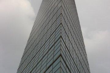 125 meters of sleek, mirrored glass