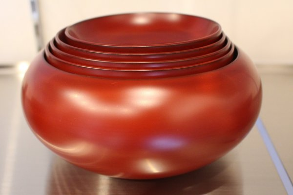 Lacquerware set that fits perfectly within itself