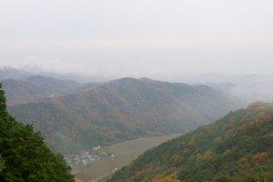ภูเขาโชฉะในม่านหมอกที่เดินทางไปได้ด้วยกระเช้าเท่านั้น