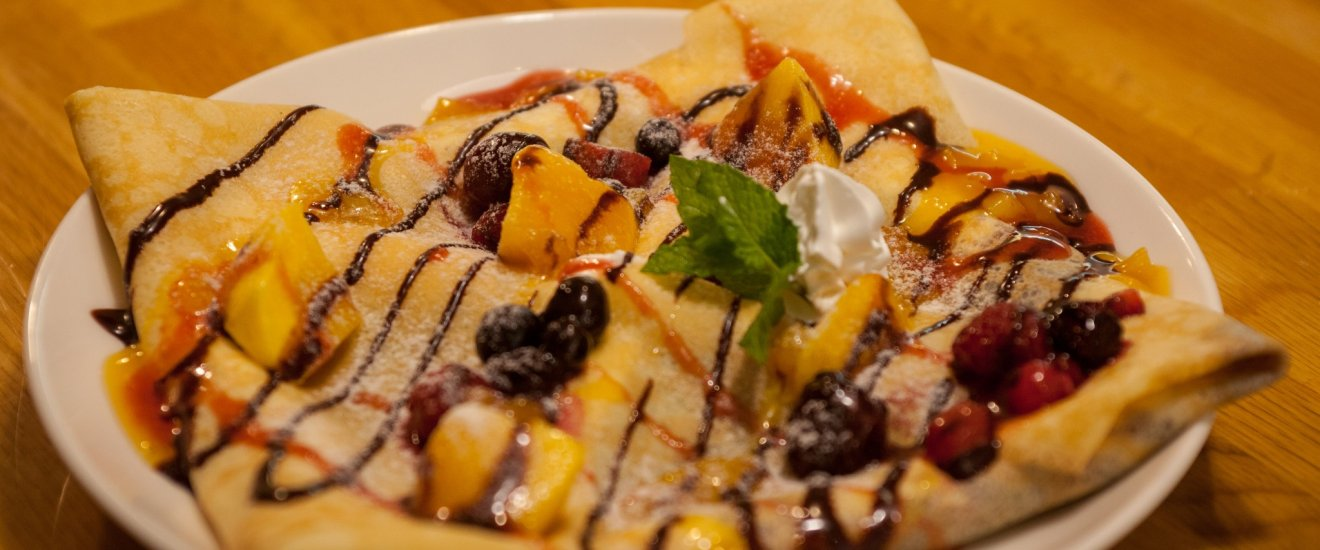 Delicious sweet crêpe at Cafe Wakakusa