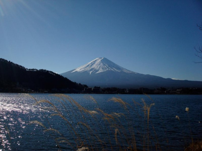 Splendid Lake Kawaguchiko with Fuji-san in the background
