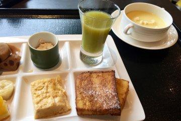 Fresh vegetable juice is perfect for breakfast