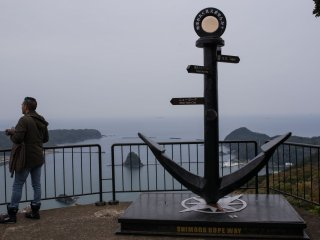 An anchor marking a view point of Shimoda port. You can see the black ship tours come and go from the port.