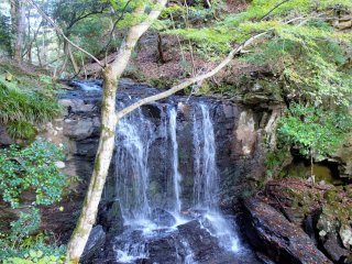 "The nearby ""Tabinoshiri Waterfall"""