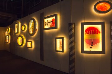 The cute decorations of Mojiko Station lit up