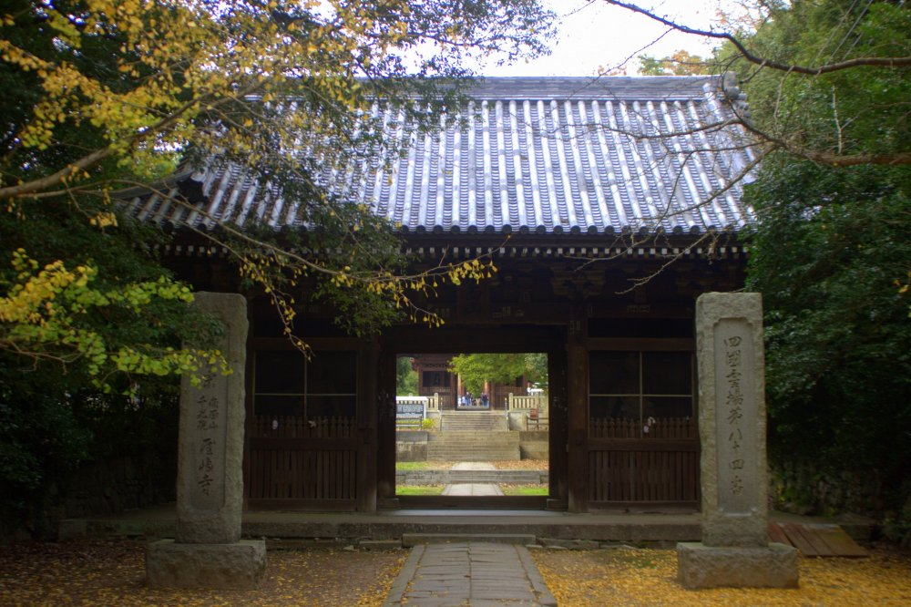 One of the temple's gates in autumn