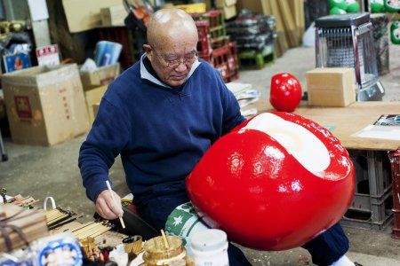 Painting Daruma Dolls in Takasaki