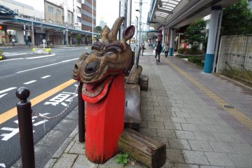Dragon themed bench in Tottori City