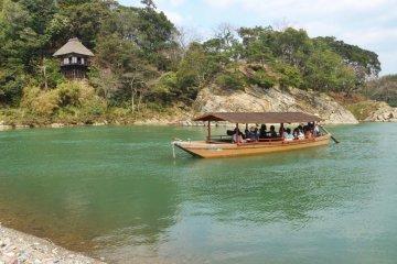Floating past Garyu Sanso
