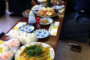 L'une des spécialités de Sado, le Soba nous a été servi accompagné d'une multitude de victualles: tempura, légumes marinés, onigiris...