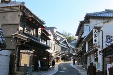 Магазинчики в стиле Эдо на Нарита Омотэсандо