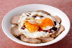Món cơm thịt heo và trứng (Yaki-buta-tamago-meshi)