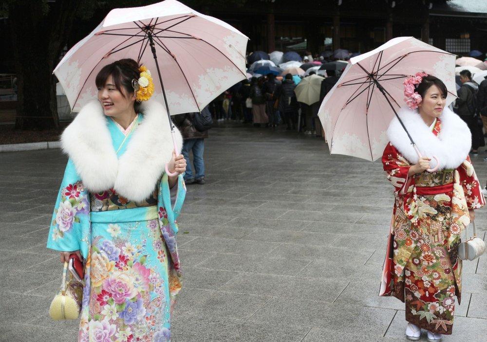 It was a rainy day so everyone had umbrellas.