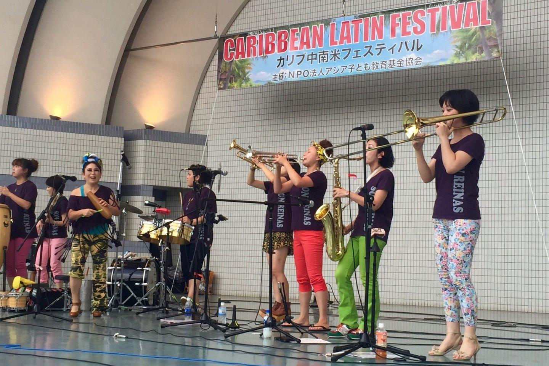 A female salsa band \'Son Reinas\'