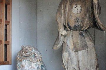 Sculpture at Mishima Shrine, Toon