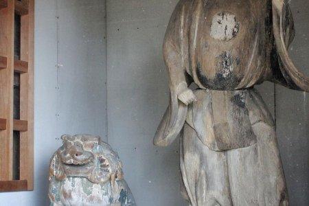 รูปแกะสลักที่ศาลเจ้ามิชิมะใน Toon