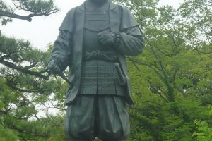 岡崎城内にある、徳川家康の銅像