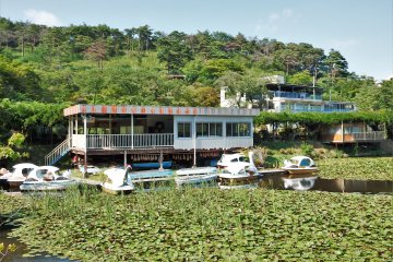 Rent a boat: 30 minutes for 800 - 1000 yen