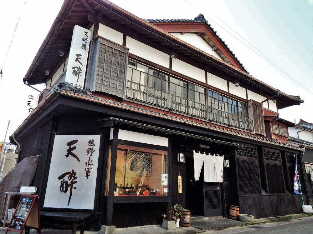 Tensui is housed in a traditional Japanese building