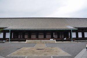 本堂の北側
