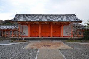 本堂の北側にある門
