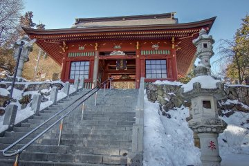 As you ascend up towards the main courtyard you will pass two deities who guard this Shrine from evil spirits