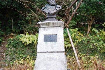 Statue of Siebold in front of the Siebold Memorial Museum in Nagasaki