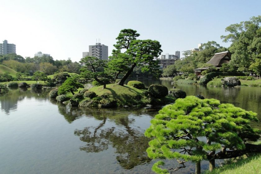 A view of Suizen-ji\'s 400-year-old teahouse on the far right