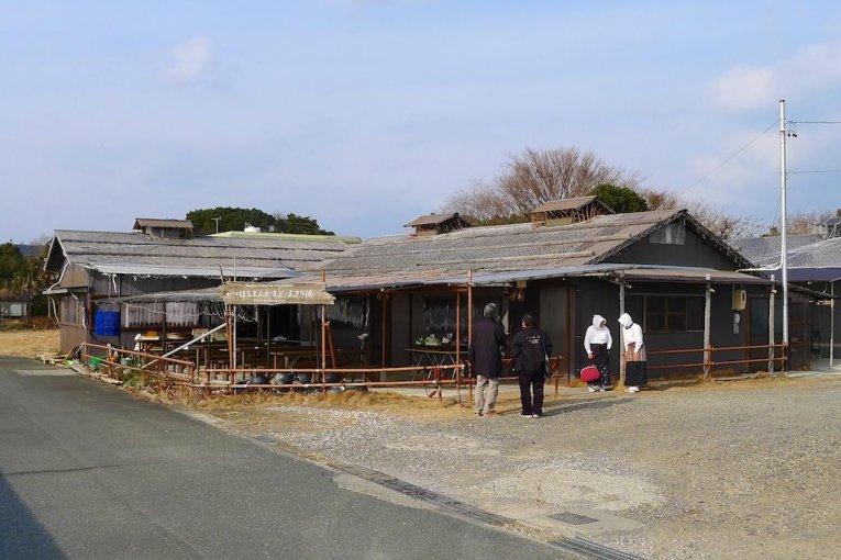 Ăn trưa ở Hachimankamado